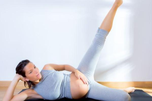 corso-yoga-gestanti-spaccata